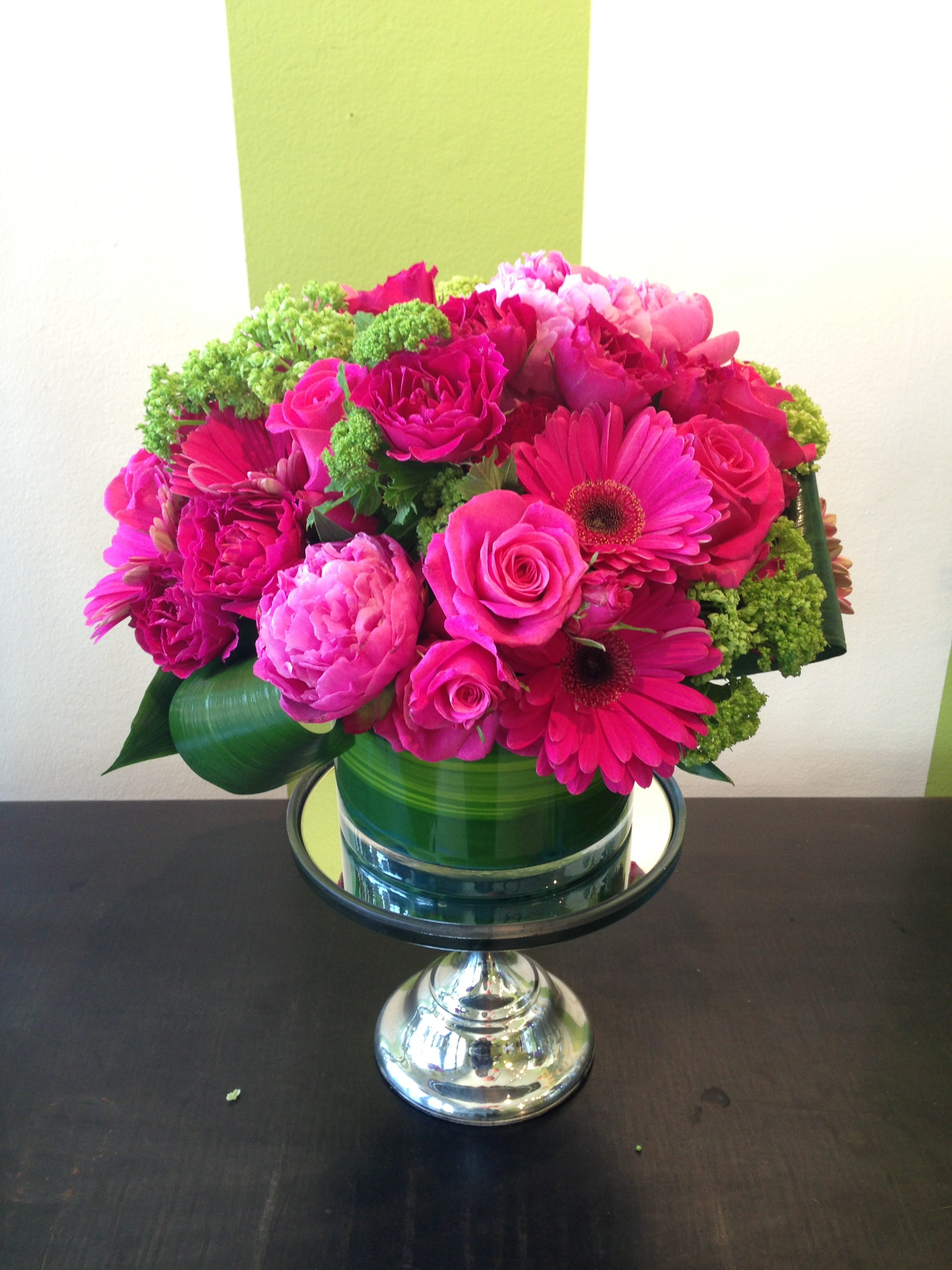 Hot pink roses centerpieces imgkid the image
